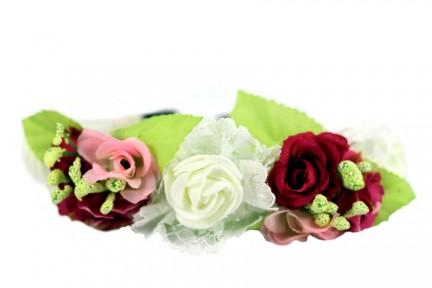 Couronne de grosses fleurs fraîches