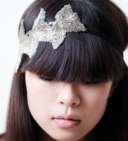 coiffure avec un frange et un headband