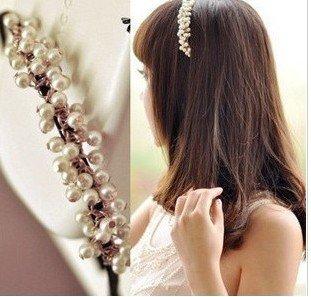 Coiffures avec accessoires cheveux perles