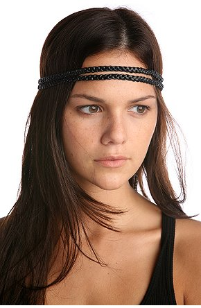 coiffure avec headband sur coupe de cheveux carr plongeant. Black Bedroom Furniture Sets. Home Design Ideas