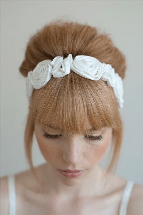 idée de coiffure pour un mariage avec un serre-tête