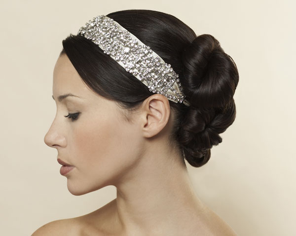 chignon mis en valeur par un headband