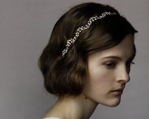 coiffure serre tete cheveux courts