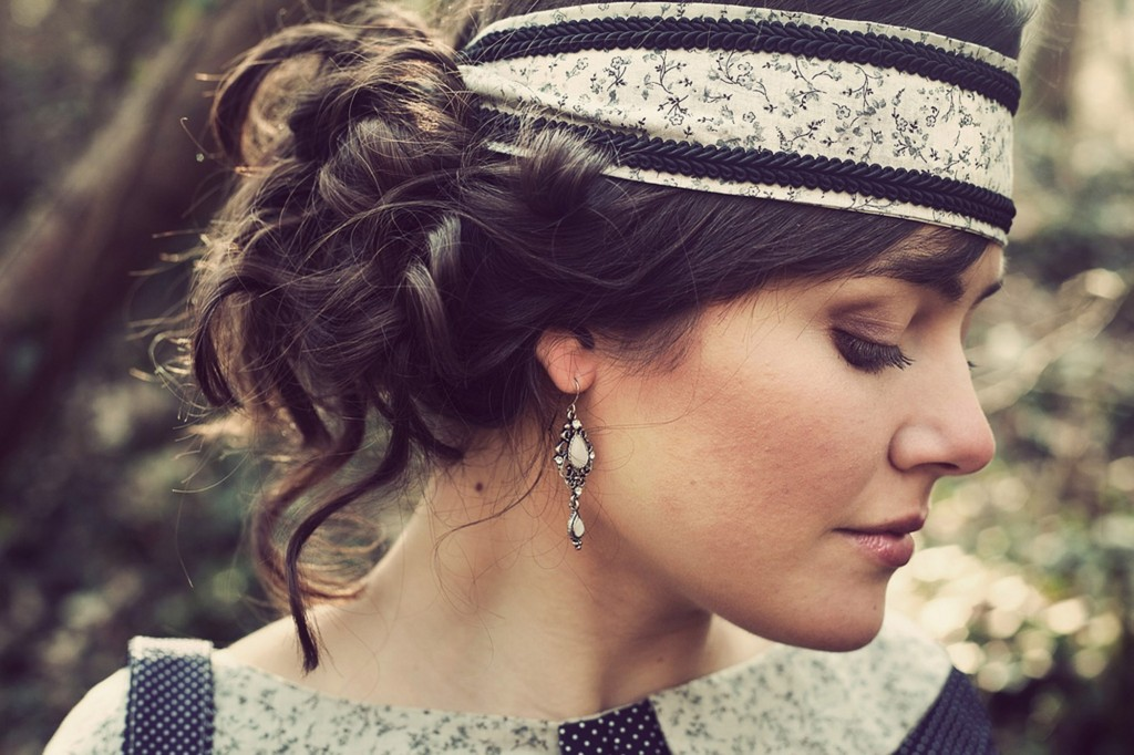 Comment porter mettre headband cheveux longs - Comment porter le headband ...