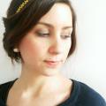 berenice mayoti avec son headband doré