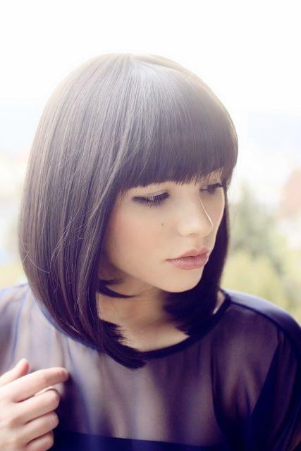 coiffure avec frange droite