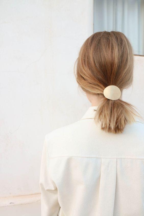 coiffure avec barrette cheveux courts