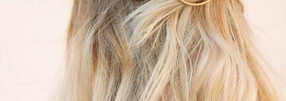 coiffure barrette et cheveux courts