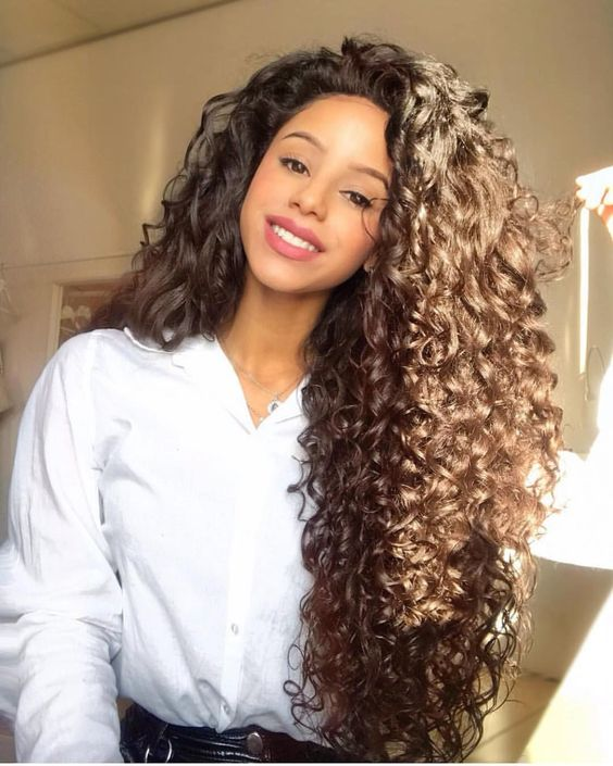 Coiffure Cheveux Bouclés Crépus Frisés Et Afro Femme