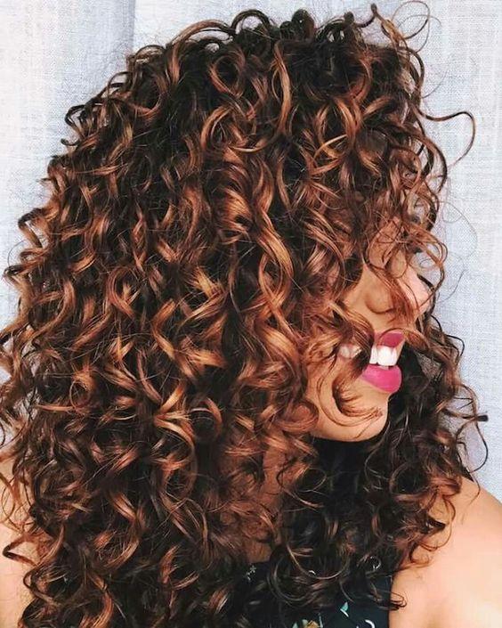 Coiffure cheveux bouclés,crépus, frisés et afro femme